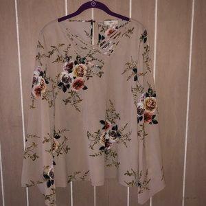 Tops - Floral Boutique Top!